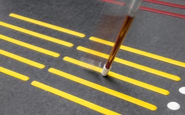 Bodenleitsystem Rippen Noppen Bodenindikatoren barrierefrei taktil Leitlinien