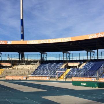 Werbung VoBA Dachkranz Eintrachtstadion