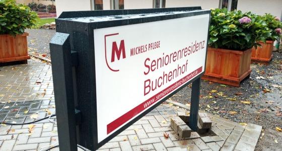 Beleuchteter Aufsteller der Michels Pflege